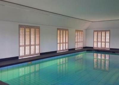 eiken shutters zwembad