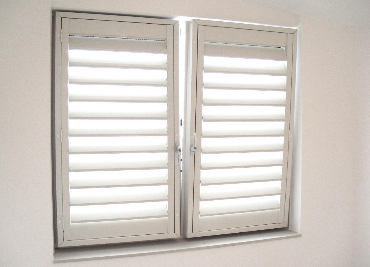 shutters draaikiep raam