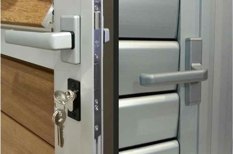 sleutelslot en deurhendels